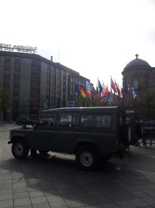 欧州フラッグとミリ車