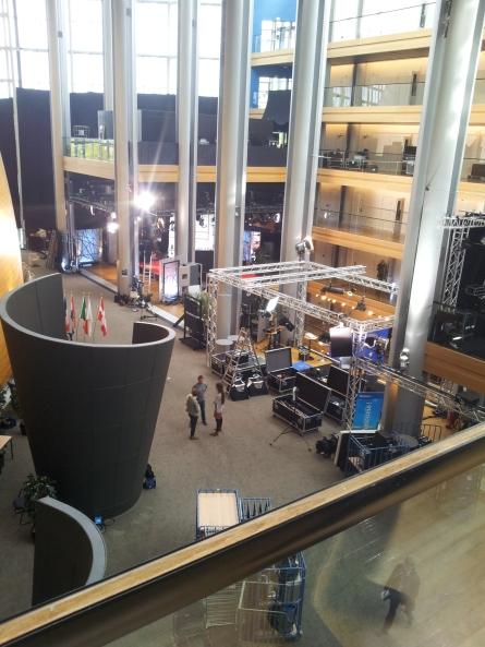 本会議場の横のメディアゾーン